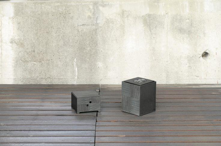 (左):立刻線ガーデンライト(防雨型照明器具付):22×22×H24.5:25W:コード長3m   (右):立刻線ファウンテン(モーター・玉石付):22×22×H28