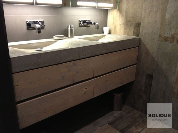 Badkamermeubel steigerhout en beton.