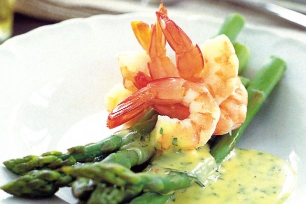 Whisk up a bowl of this tasty Hollandaise sauce which is particularly delicious with eggs, or asparagus, or smoked salmon.