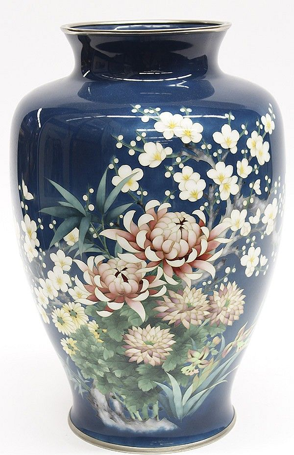 Lot 8042: Japanese Large Cloisonne Vasehttp://www.invaluable.com