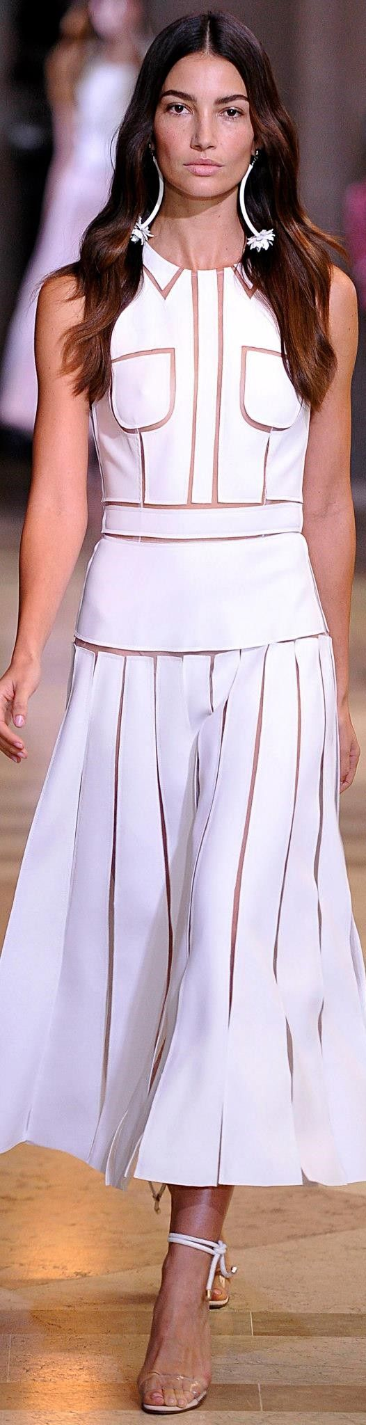 Carolina Herrera Spring 2016 Pure White for All Winters, Soft Summers, Soft Autumns, Bright Springs, light Sumer