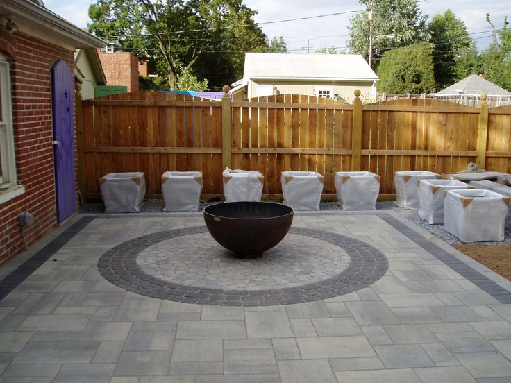 Techo-bloc's BLU60, Villagio, Antika, and Victorien pavers come together to make this patio pop.
