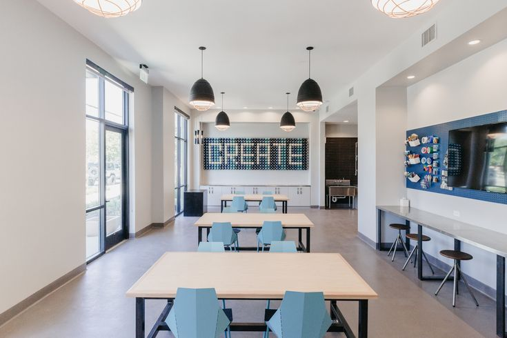 Diy Maker Space In Addison Texas Apartments Apartment Luxury Amenities Built In Desk
