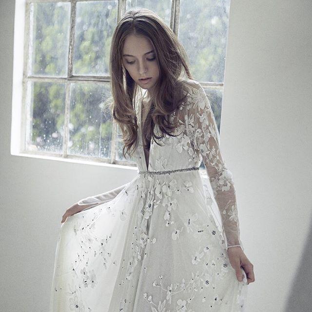 """CE JOUR LA(ス・ジュール・ラ) 03-3535-2400  Image photo📸 Dress:NAEEM KHAN  No.5511 デザイナーのイメージする冬の花を可憐にあしらったロングスリーブのスレンダーライン。フラワーモチーフの中央にはビジューで """"しずく""""を表現。大胆な胸元とバックスタイルも特徴。 #cejourla #hatsukoendo #Image #photo #wedding #naeemkhan #dress #tokyo #ginza #style #arrange #hair #makeup #スジュールラ #ハツコエンドウ #ロングスリーブ #ウェディング #ドレス #イメージ #プレ花嫁 #CEJOURLAsnap #beauty #可憐"""
