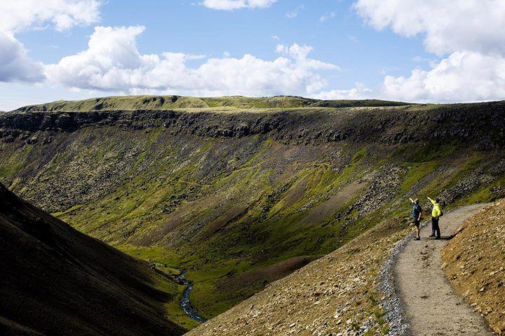 """unCOMMON #13 """"Di fiumi caldi e docce fredde""""  - cliccate sul link solo se siete interessati a foto di Sio che fa il bagno: http://ift.tt/2xi6x2m  Il nostro piano fin dallinizio è stato uno soltanto. A prescindere dalle naturali variazioni di tempi e percorsi che avremmo deciso giorno per giorno lobiettivo sarebbe rimasto uno: la Laguna Blu. A meno di quaranta chilometri da Reykjavik verso sud-ovest si trova una meta obbligata per chiunque sia interessato alla vivace vita culturale e alla…"""