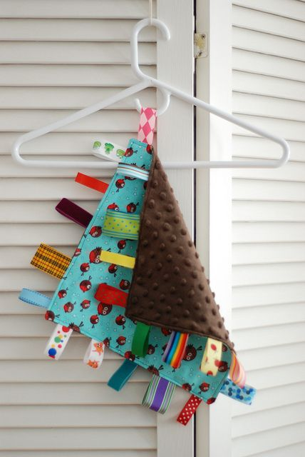 DIY taggie blanket ... what a great baby gift!