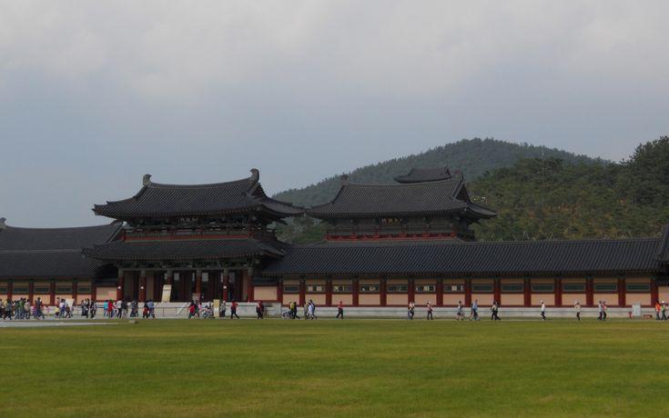 Ocho lugares declarados Patrimonio de la Humanidad en este 2015: Complejo Cultural de Baekje, Corea del Sur. Fue fundado en el año 18 a.C. Baekje fue uno de los tres reinos de Corea, además de Silla y Goguryeo. El complejo Cultural pretende aglutinar el legado cultural de este reino a la construcción del estado moderno de Corea del Sur.