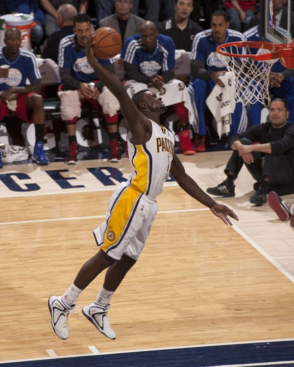 Lance Stephenson goes for the slam against the LA Clippers at Bankers Life Fieldhouse.