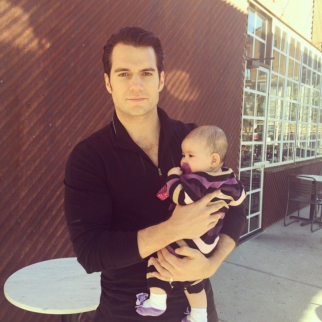 New fan pictures from El Paso: Henry Cavill poses for photo with little Ava