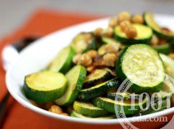 Летний салат с кабачками и нутом