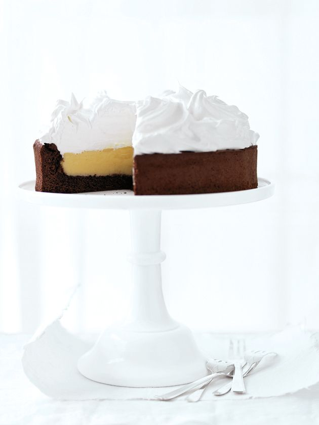 Lemon meringue chocolate cake!  (I think I'd prefer angel food instead of chocolate, although this effect is more dramatic. Also, I'd want it with Italian meringue, pretty please.)