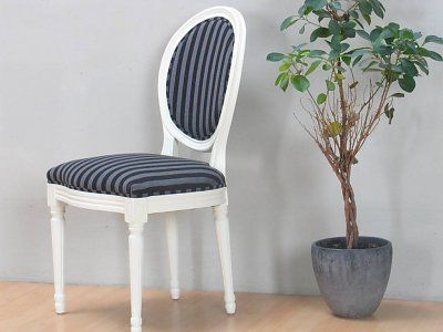 Rococo eetkamerstoel cremewit met zwart gestreepte stof  Breedte: 49,5 cm Hoogte: 93 cm  Diepte: 47 cm