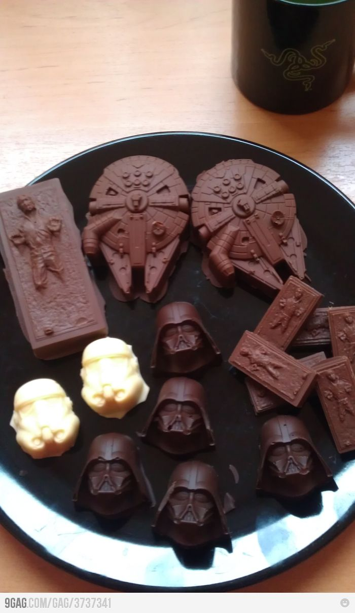 Uh, what? Star wars chocolates. If someone really loved me, they would get me these for St. V's day.