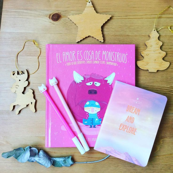 """Papelería bonita: Libro """"El amor es cosa de monstruos"""", cuaderno galaxia y bolígrafos de gatos. www.papelariashop.es"""