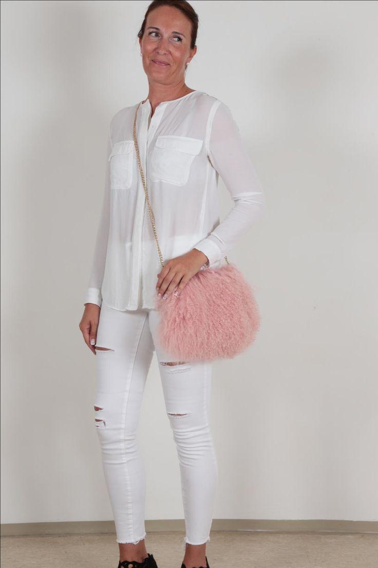 EYES ON MISHA Mongolian Fur Bag pink #pink #eyesonmisha #mongolianfur #furbag #bags