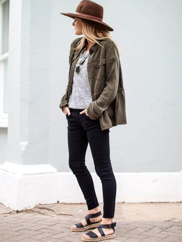 parka-chapeu-jeans-sandalia                                                                                                                                                                                 Mais