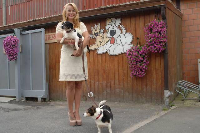 An Lemmens met Molly en Jacky.-Foto Johan Anckaert REGIONAAL