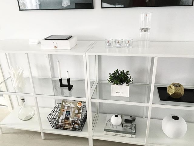 WEBSTA @ minimomlistic - // It's snowing outside.. Love it 😍❄️! // #whiteinterior #whitehome #homestyling #livingroom #shelfie #putti123 #casachicks1 #vittsjö #ikea #skandinaviskehjem #scandinavianhome #scandinavianinterior #nordiskehjem #nordicminimalism #nordicinspiration #interiorinspo #interior #interior123 #interior4all #etuovisisustus #instakodit #inspiroivakoti #interiorwarrior #inspiremeinterior #nordichome #mynordicroom #heminredning #hem_inspiration #cooee #nordiskehjem