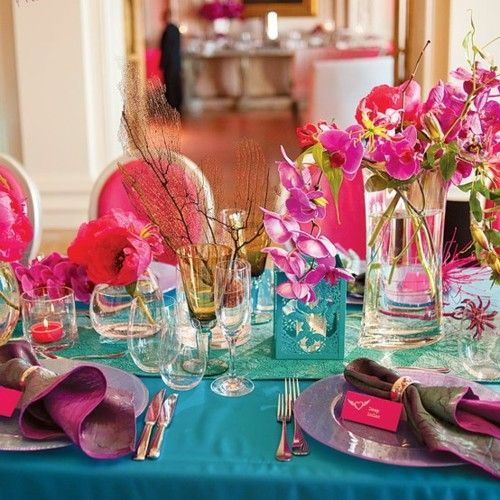 Pink and green: Colors Combos, Tables Sets, Gorgeous Places, Pretty Colors, Colors Schemes, Dinners Parties, Places Sets, Pink Blue, Bright Colors