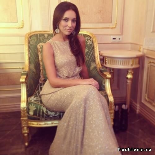 Алсу платье с галстуком с бриллиантами