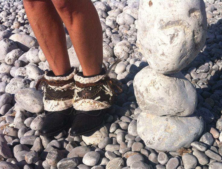 Boho boots. http://www.ibizachiccomplements.com/