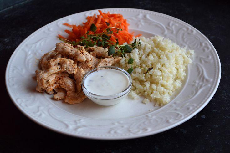 Stekt kyckling med kall vitlökssås