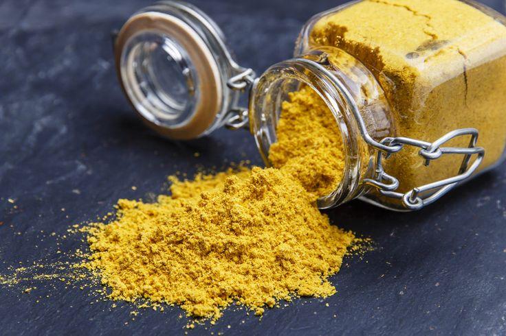 Kurkuma je ve své čerstvé podobě kořen podobný zázvoru, pouze jeho barva je na rozdíl od zázvoru oranžová. O žádnou novinku na poli zdravé výživy se rozhodně nejedná. V ajurvédské kuchyni se naopak používá už několik tisíc let, a to zejména pro své úžasné zdravotní účinky. Co byste o ní tedy měli vědět?