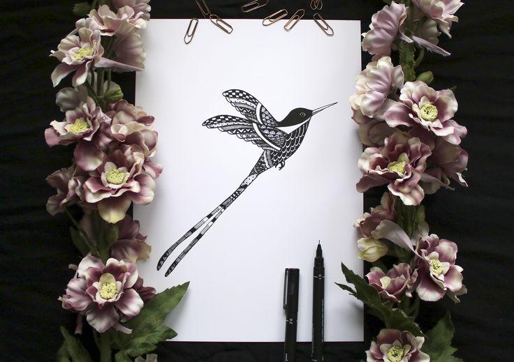 BIRDY art print. @blacklinesart. www.blacklines.se #kitchen #rustic #kitchengoals #inspiration #details #wallart #tavelvägg #photowall #artist #drawing #art #blacklinesart #blackandwhite #illustration #homeinspo #artprints #artprint #poster #black #white #interior #scandinavian #swedish #design #patterns #zentangle #bird #hummingbird #flowers #floral #pink #dustypink