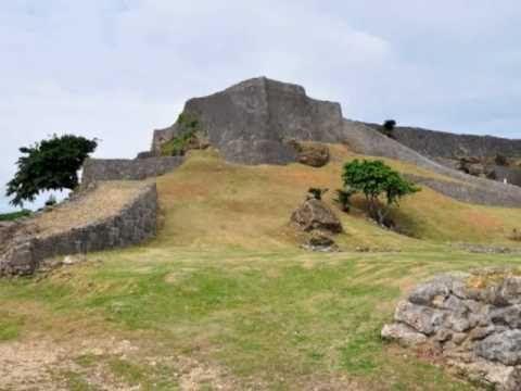 琉球王国のグスク及び関連遺産群(りゅうきゅうおうこくのグスクおよびかんれんいさんぐん)は、沖縄本島南部を中心に点在するグスクなどの琉球王国の史跡群から構成されるユネスコの世界遺産(文化遺産)である。2000年に日本で11件目の世界遺産として登録された。