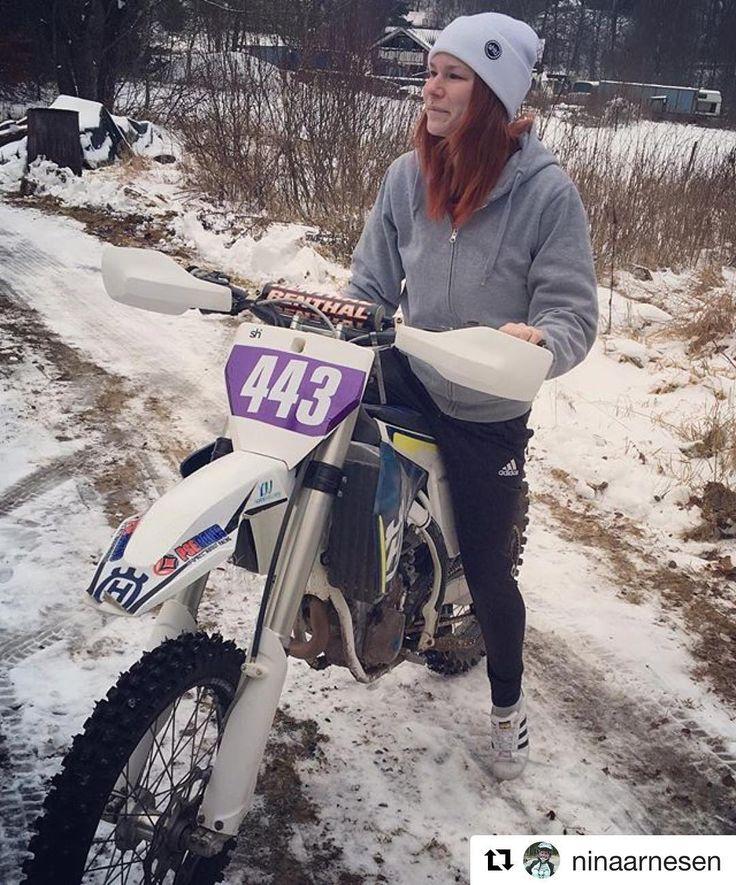 Yes!  -> #Repost @ninaarnesen Kört min första vintercup i Falköping Enduro är verkligen inte min grej men jag biter ihop och kör ändå timmar på hojen är värdefullt #mxgirl#gbglackcenter#dwbtoftshit#husky