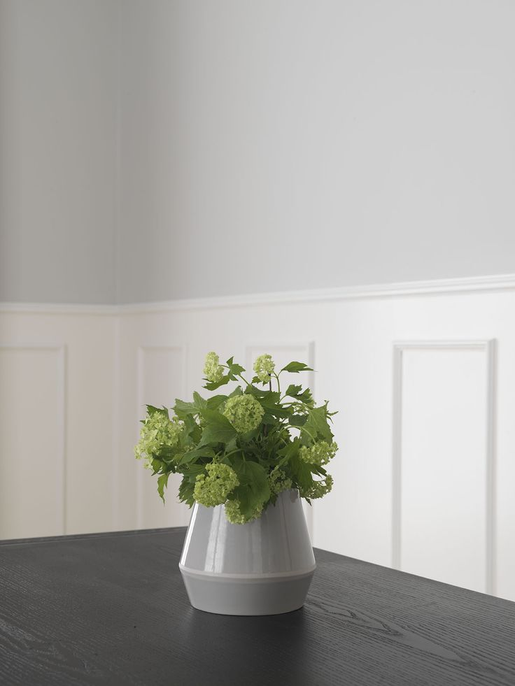 Rimm flowerpots and vases have a stringent, modernistic form and expression with a beautifully defined rim of varying heights that acts as a frame-like central motif, hence the name. The new Rimm collection presents plants and flowers in a timeless balanced way, allowing the intrinsic beauty of materials and handcraft to stand out.