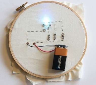Soft Electronics Tutorials: Tricolor LED with three photosensitive resistors