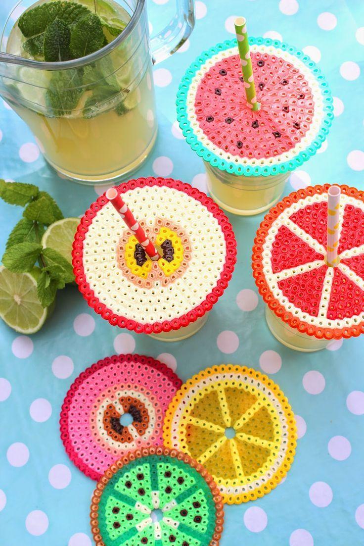 Pfefferminzgruen: Abdeckung fürs Sommergetränk aus Bügelperlen. Schöne Bastelidee für deinen nächsten Kindergeburtstag