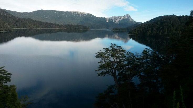 Lago Espejo. Camino de la 7 Lagos. Neuquen, Argentina