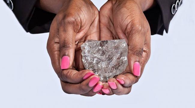 Le cours du diamant a grimpé de 10% lors de la découverte du diamant de 23 carats il y a un mois ! Investissez dès aujourd'hui pour profiter de la hausse du cours !   #Argent #Diamant #Bourse #Finance #CAC40 #Londres #Place #trade #Trader #Trading #VendomeTradition