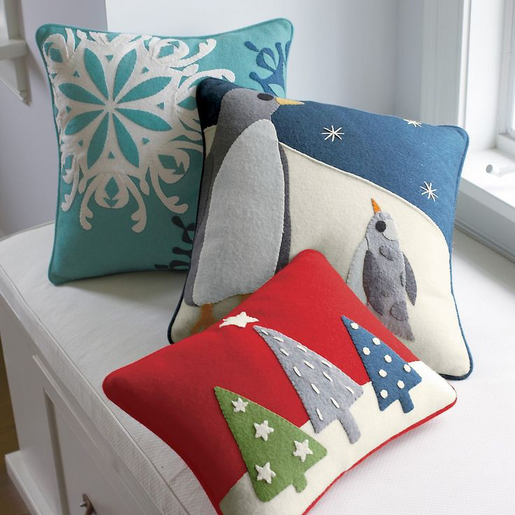 love the christmas tree pillow good design steal
