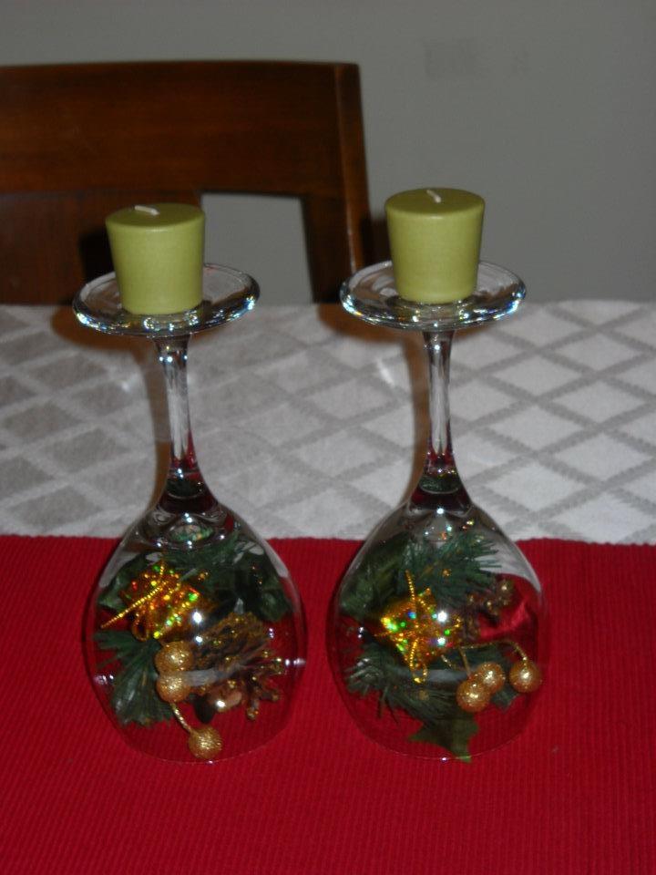 17 best images about skreytt v ngl s wine glass decor on for Holiday wine glass crafts