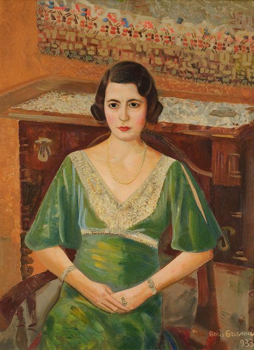 Портреты женщин в платьях