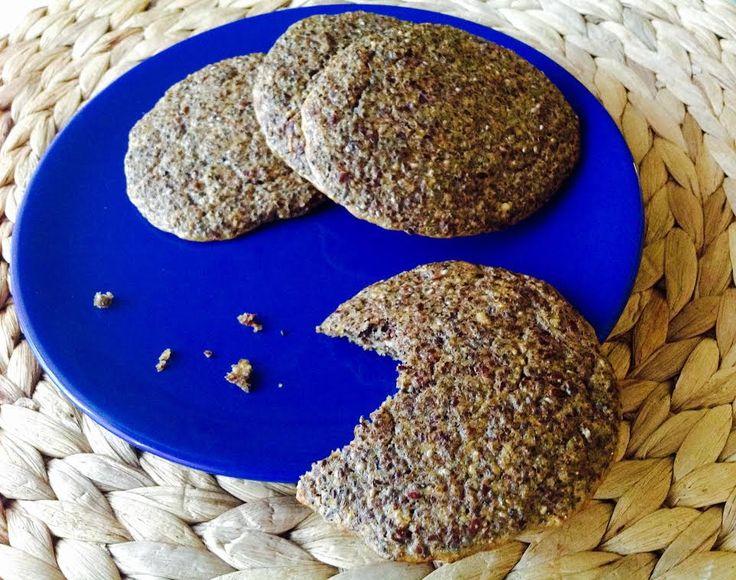 Další (bezlepkové) pečivo hotové do 30 minut. Tentokrát s podílem jednoho z tzv. superfood = chia semínek. Chia obohatí pečivo o skvělé bílkoviny a odlehčí od tuků.