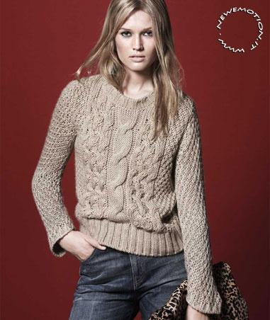ZARA Abbigliamento Autunno Inverno 2010 2011 - I maglioni di lana grossa paiono essere stati disegnati appositamente per essere abbinati a pantaloni di jeans strappati.