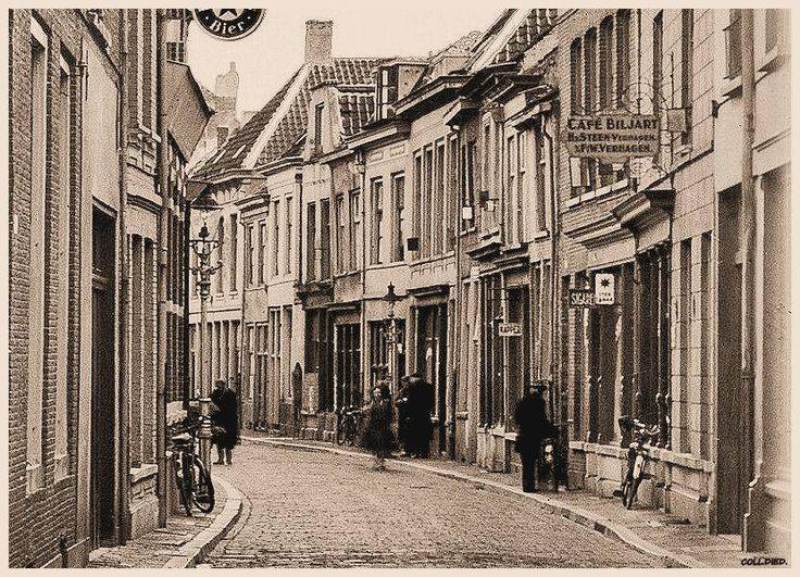 Breda, Molenstraat vanuit de Veemarktstraat gezien.