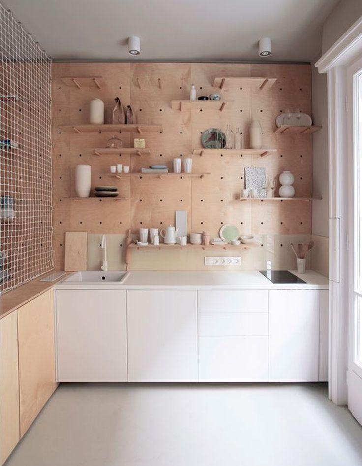 Une cuisine en bois aux étagères amovibles - La preuve que les cuisines en bois sont contemporaines ! - Elle Décoration