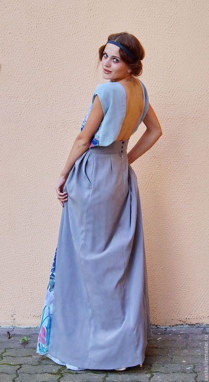 Купить или заказать Дизайнерское платье из коллекции 'Эхо' в интернет-магазине на Ярмарке Мастеров. Дизайнерское длинное платье из коллекции 'Эхо'.Платье выполнено из разных по плотности тканей( основная ткань плотная однотонная ,а середина и верх лёгкий шифон с принтом) что создаёт очень интересный эффект .Середина вязана крючком .В платье есть карманы .Спина открыта .Застёжка сзади на молнию и кнопки .Пояс на талии на косточках .