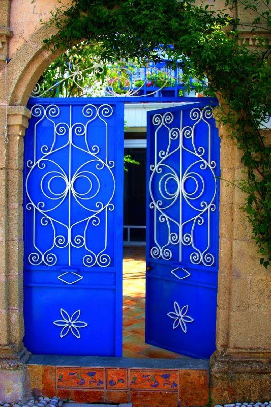 hacienda gates?!The Doors, Doors Design, Blue Doors, Rhode Island, Blue Gardens, Cobalt Blue, Gardens Gates, Greek Islands, Electric Blue