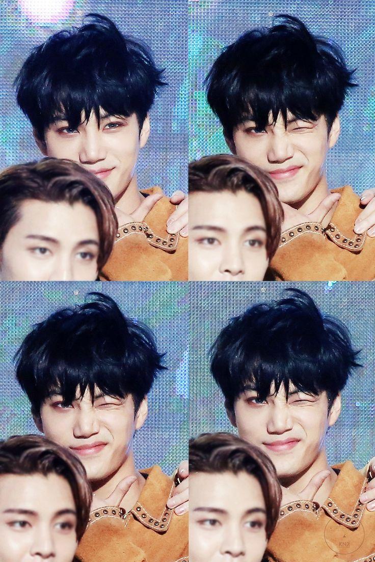 que foto mais perfeita, olha o Kai como tá lindo e o Johnny ali quase aparecendo ♡♡♡