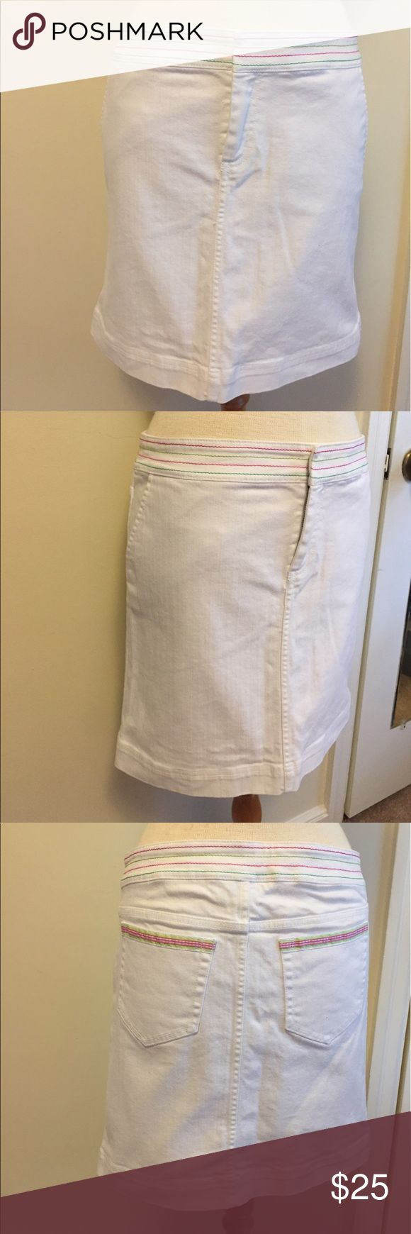 White Lilly Pulitzer denim skirt EUC white denim skirt! Perfect for summer or spring! This is an older style but still so in style! Lilly Pulitzer Skirts