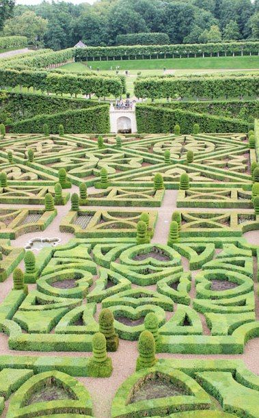 Lovely Heart Maze Garden - IDEA - IF YOU DONT HAVE ENOUGH ROOM IN YOUR GARDEN FOR A MAZE, PUT STONES IN THE SHAPE OF THE MAZE OVER GRASS AND INSTANT MAZE PATH.