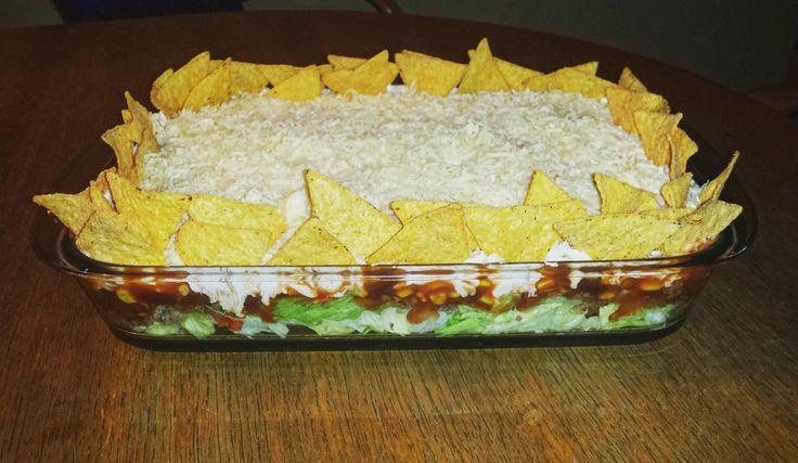 Das perfekte Taccosalat Tacco Salat Schichtsalat Tacco-Salat-Rezept mit einfacher Schritt-für-Schritt-Anleitung: Die Zwiebel schälen, in kleine Würfel…