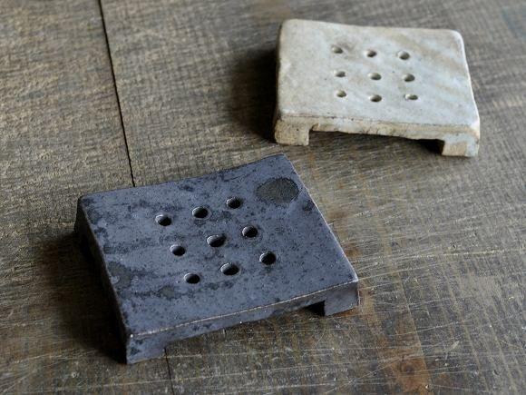 céramique japonaise : porte-savons ou dessous de plat, wabi-sabi