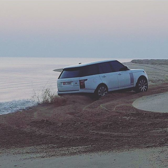 There is as much grace as there is power. By @ha5 source @rangeroveruae #landrover #L405 #rangerover #landroverphotoalbum